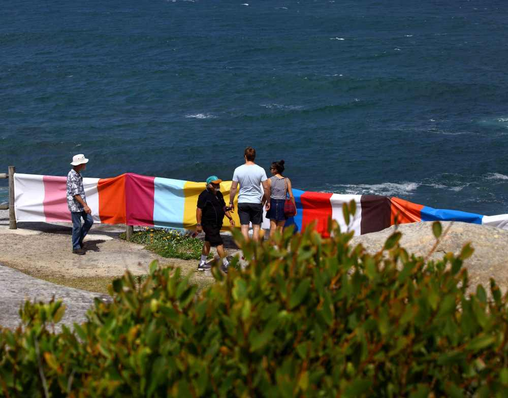 Banner-Bondi-closeup-w-people-1-low-res